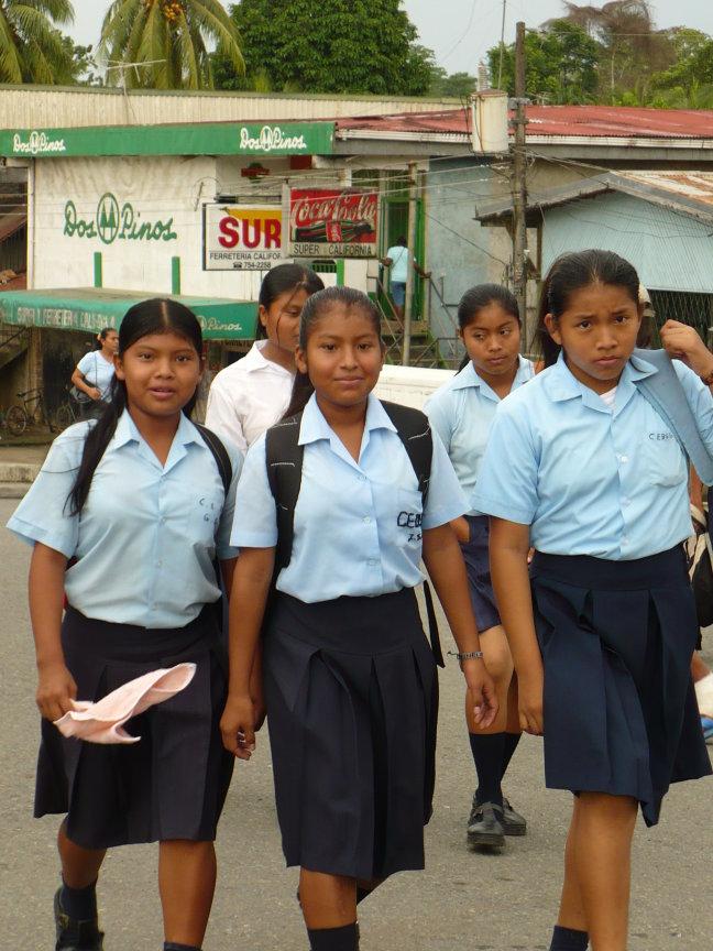 schoolgaande meisjes