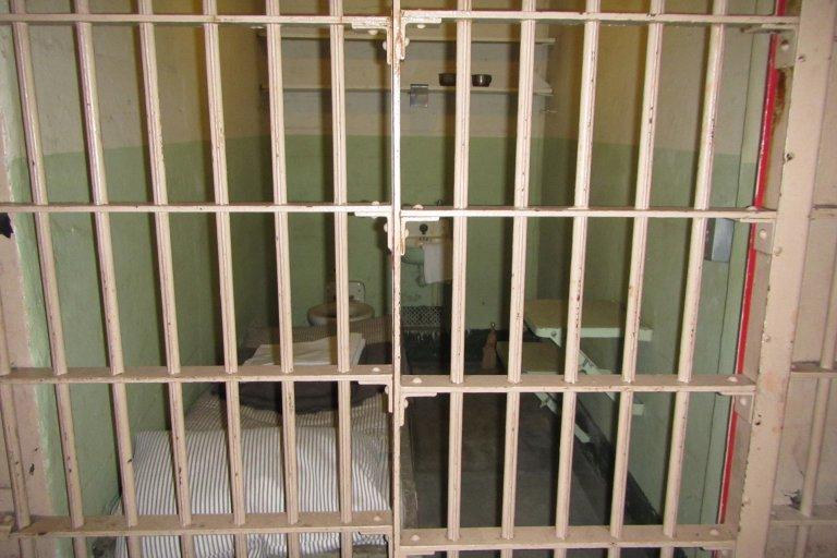 Een van de vele gevangeniscellen in Alcatraz