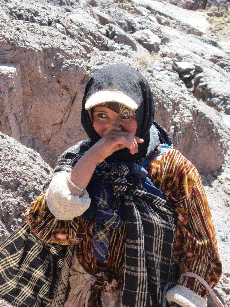 Verlegen nomaden vrouwtje