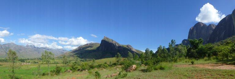Andrangita, De Kameleon en de Tsaranoro in één beeld...