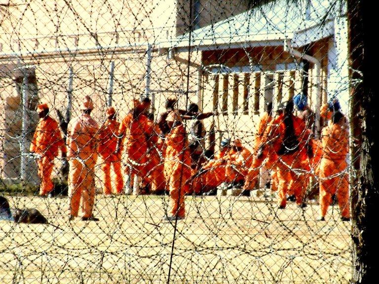 Gevangenen in Oranje overalls, gevangenis Kimberley