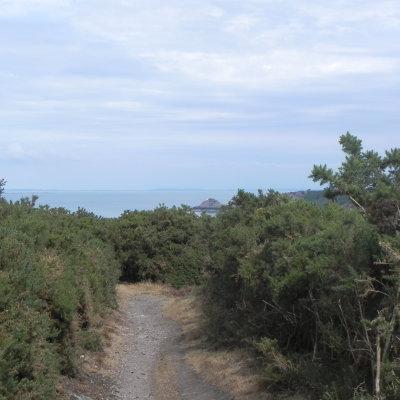 Voorvertoning Een prachtige wandeling over bergachtig rotsgebied met steeds doorkijkjes of mooi uitzicht op zee