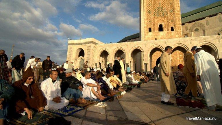 Gebed bij de Hassan II Moskee