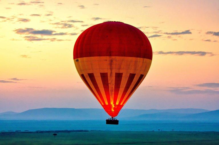 Een andere ballon achter ons