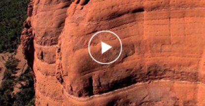 Drone legt spectaculaire route mountainbiker vast