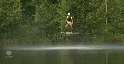 Bizar: vliegen met je hoverboard!
