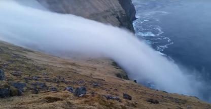 Wonderlijke waterval in IJsland