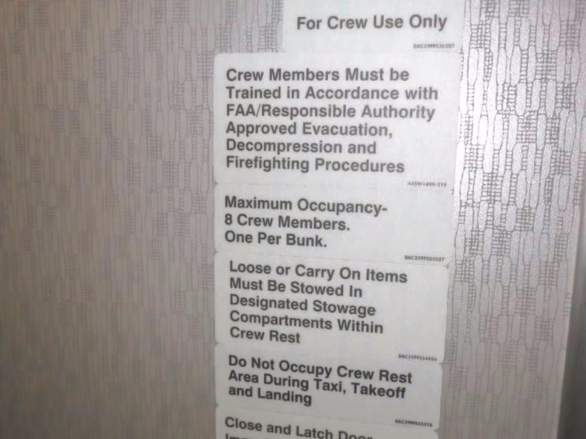 Wegdromen En Wegwerken : Ah hier slapen stewardessen dus columbus travel