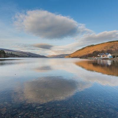 Voorvertoning Reflectie in Loch Tay te Kenmore