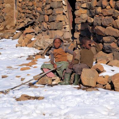 Voorvertoning Lokale kindjes in het dorp boven op de berg.
