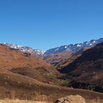Voorvertoning Bovenin het midden ligt onze bestemming. De enigste toegangsweg vanuit het Zuiden Lesotho in.