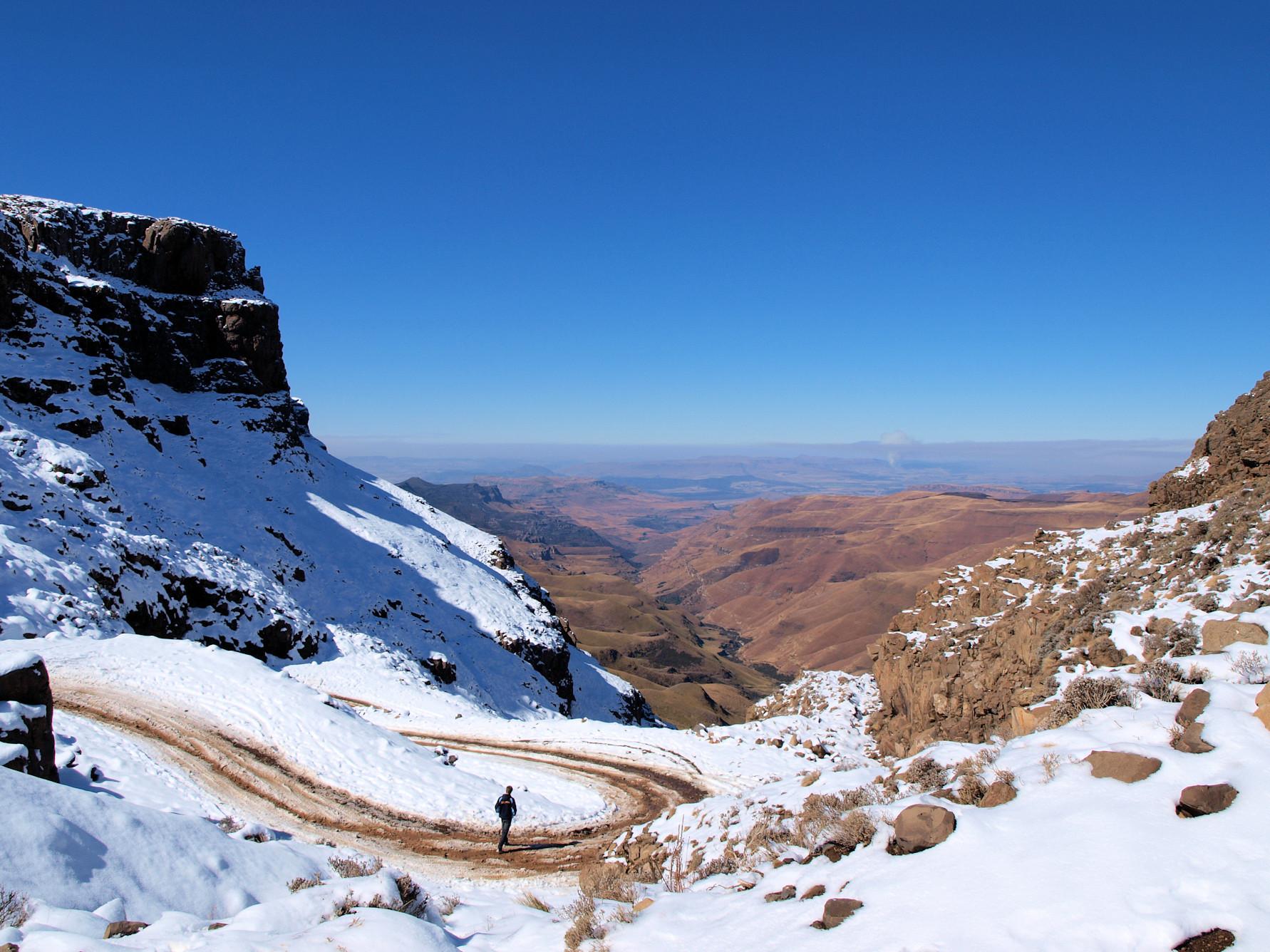 Uitzicht vanaf de top van de sani pass op Zuid-Afrika.