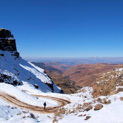 Voorvertoning Uitzicht vanaf de top van de sani pass op Zuid-Afrika.