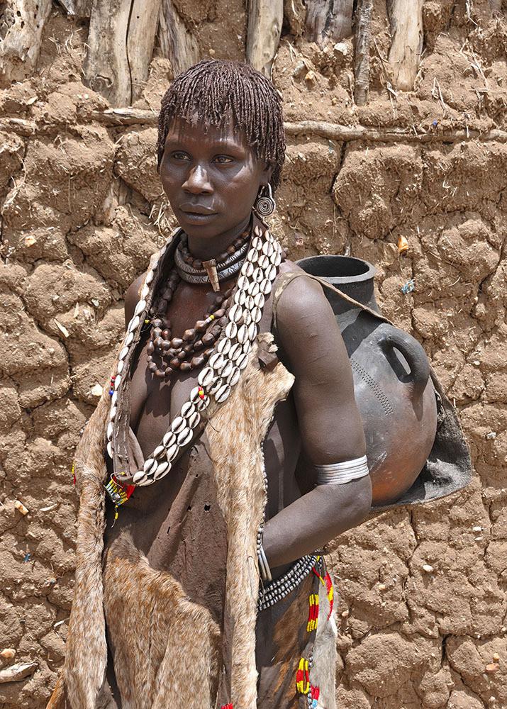 Een Bannavrouw (lijkt erg op de Hamar maar iets ander haar en haarkleur)