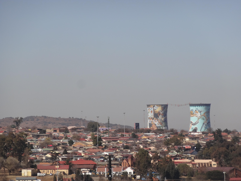 Overzicht over Soweto en de Orlando Towers