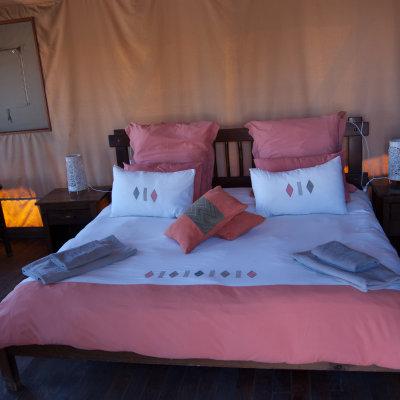 Voorvertoning Heerlijk, eindelijk een twee persoons bed in Kalahari Tent Camp