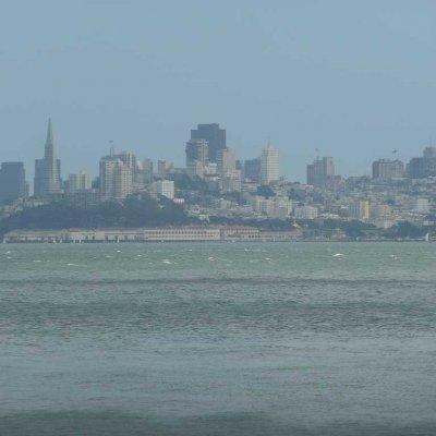Voorvertoning San Francisco dat je steeds groter ziet opdoemen, naarmate de ferry dichterbij komt is een adembenemend gezicht.