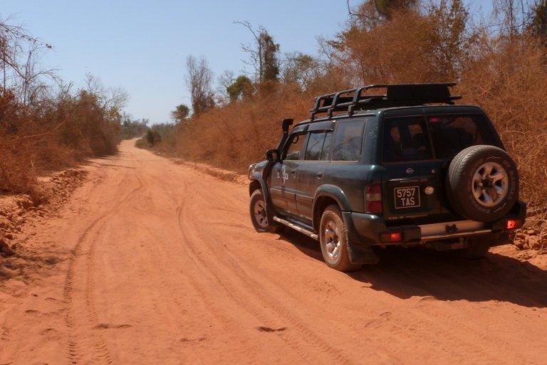 Hoofdfoto bij reisverhaal 'Met een 4x4 van de baobabs maar de Tsingy'