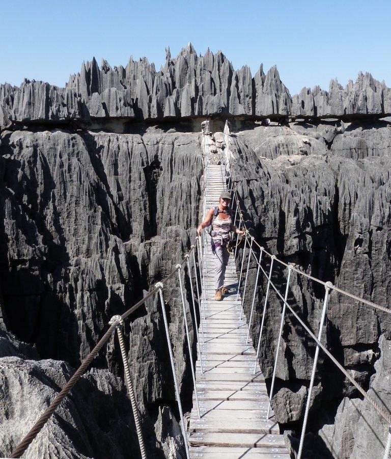 Klettersteigen in de Tsingy Grande is een leuke bezigheid.