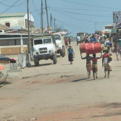 Voorvertoning Straatbeeld van Belo Tsiribihina. Vergeet hier niet om te gaan eten bij Mad Zebu. HEERLIJK!!