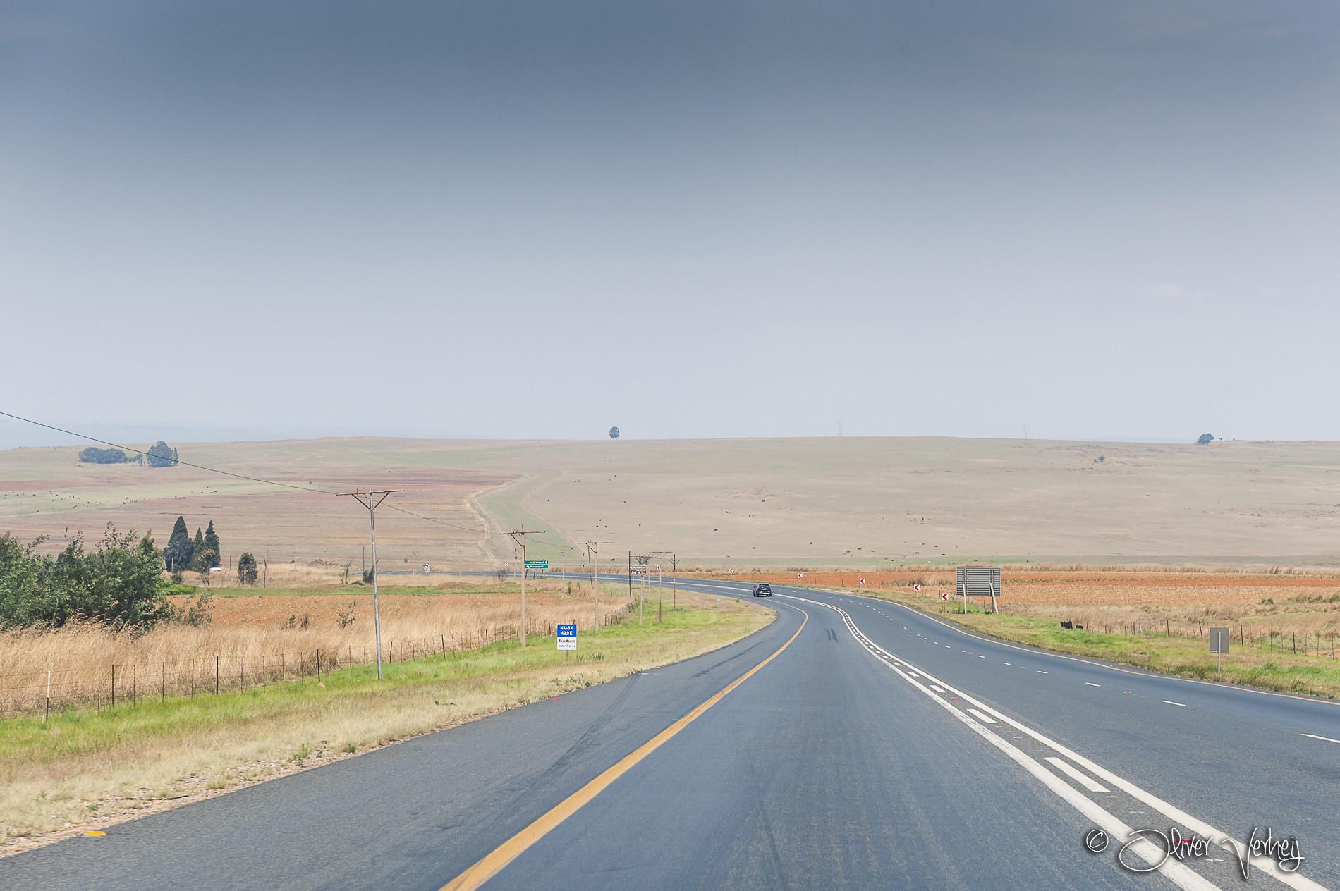 Onderweg naar Sabie. In Zuid-Afrika rijd je aan de linkerkant.