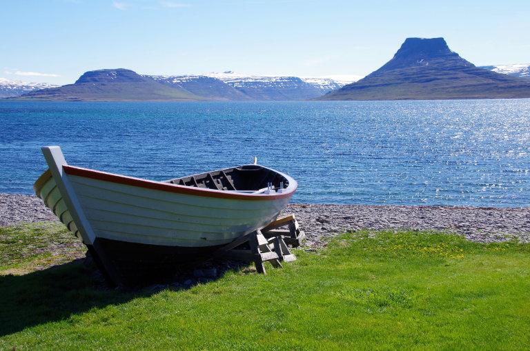 Het uitzicht op de omringende fjorden