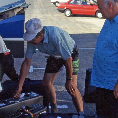 Voorvertoning Pieter (gebukt, links) in actie.