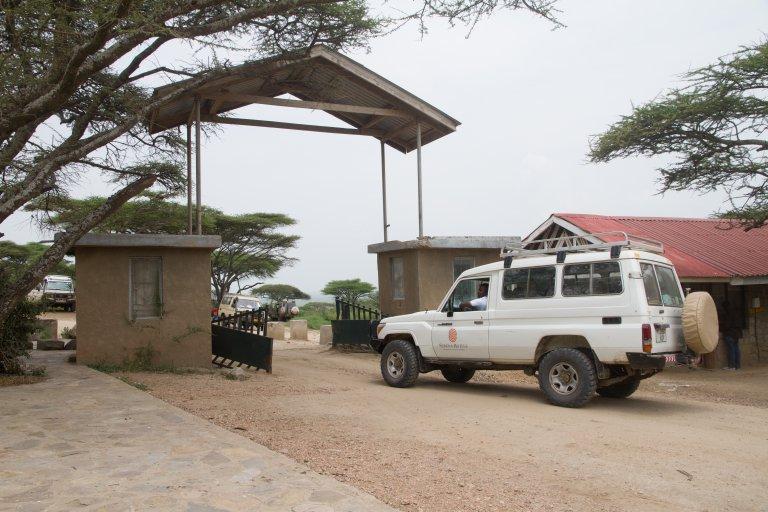GAte van Serengeti NP