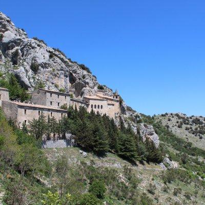 Voorvertoning Klooster tegen de bergwand