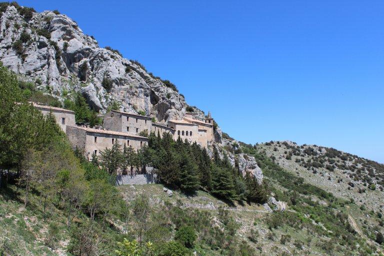 Klooster tegen de bergwand