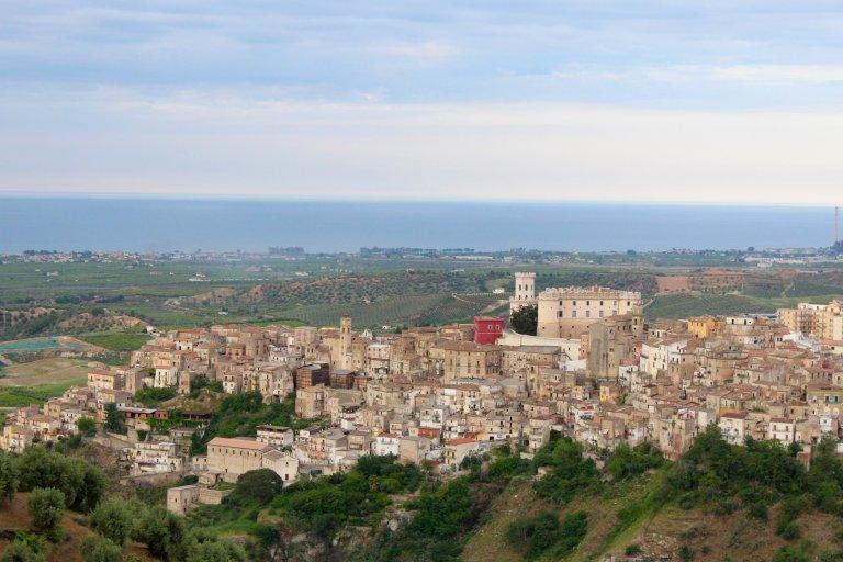 Corigliano Calabro vanuit de bergen
