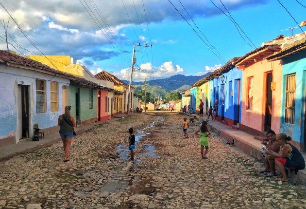 Straatbeeld van kleurrijk Trinidad