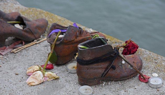Schoenen op de Donaukade!