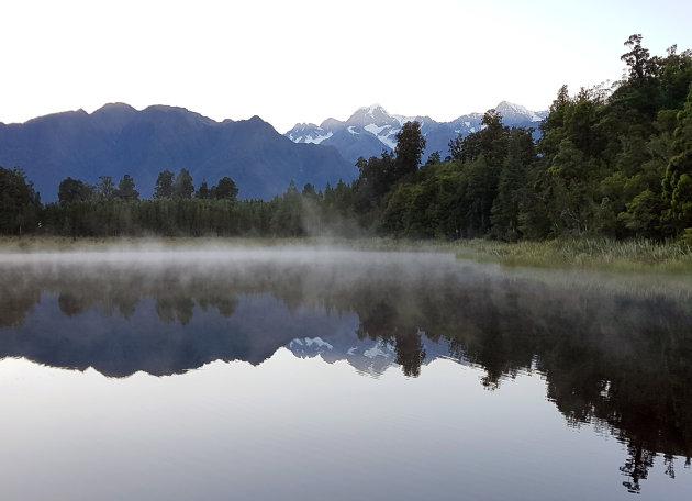Lake Matheson in ochtendmist