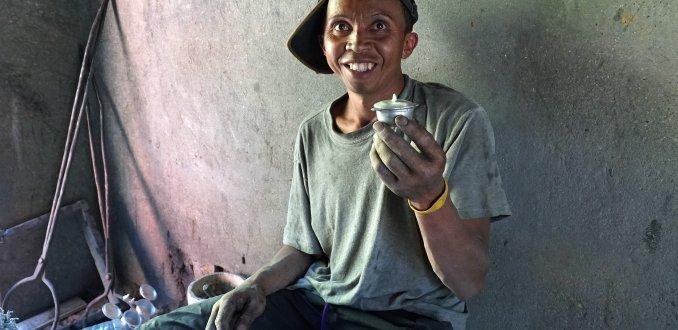 Dagelijks leven in Madagaskar: koop je pannetjes in Ambatolampy