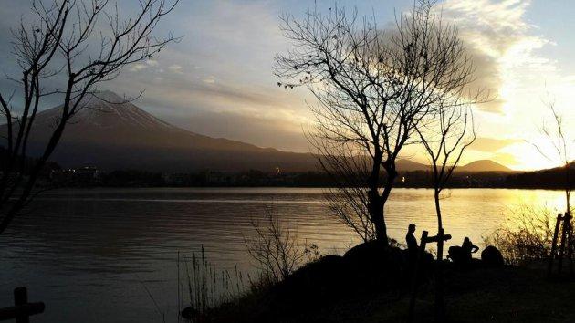 Prachtige zonsondergang bij de heilige berg Mount Fuji te Japan!
