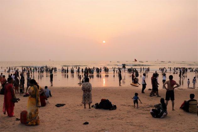 op het strand van Goa