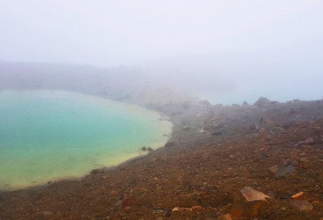 Emerald Lakes en in de mist
