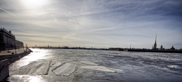 Laatste resten ijs op de Neva
