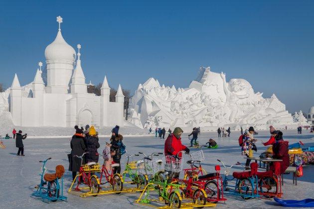 Sneeuwsculpturen op mega formaat