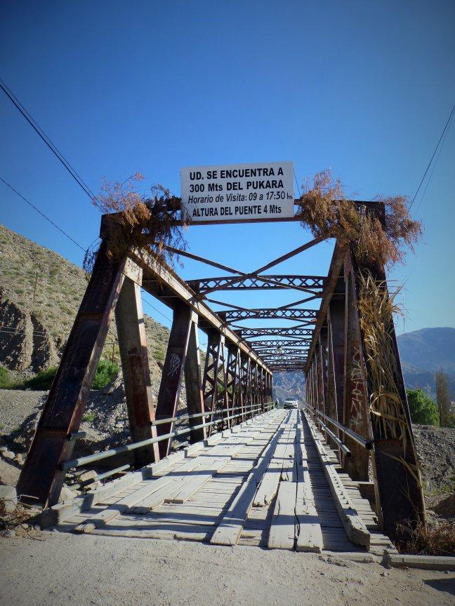 Brug naar Inca ruines in Tilcara