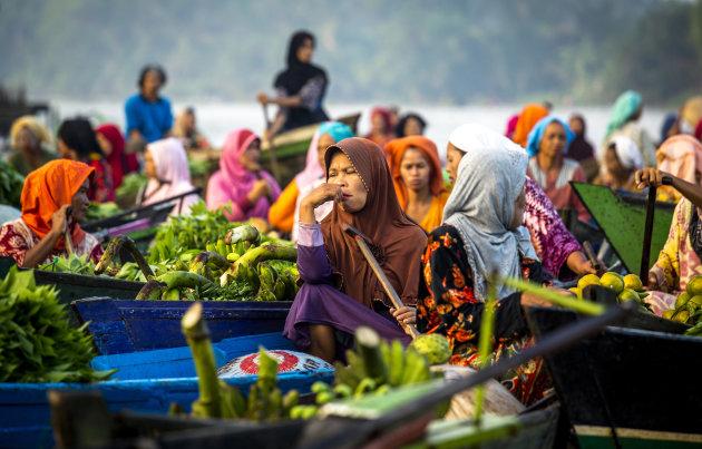 Floating market in Banjarmasin is een echte aanrader (Kalimantan)