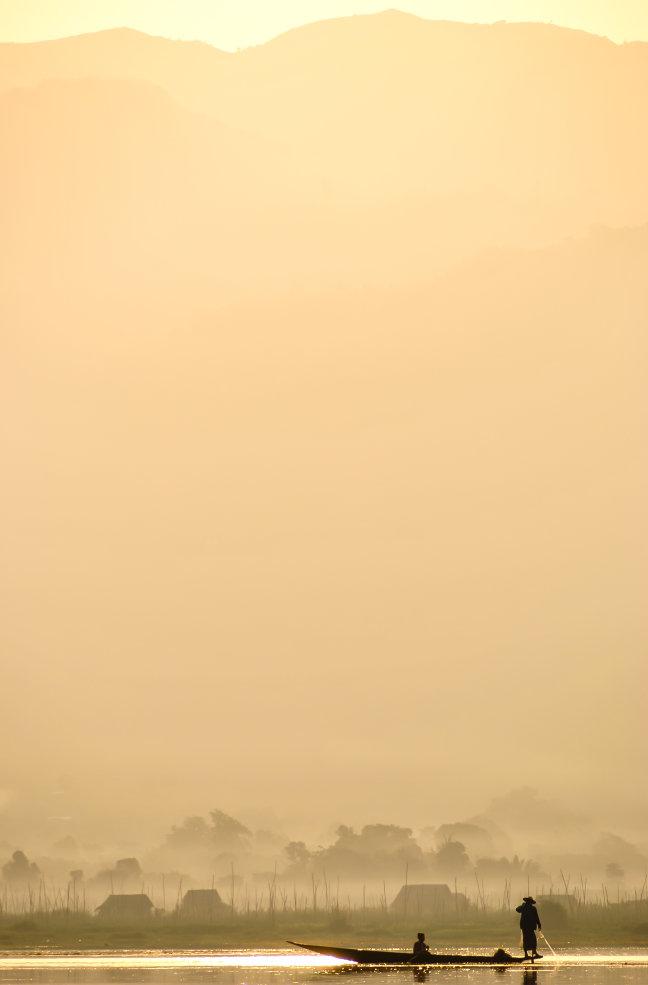 Mistige morgen op Inle Lake