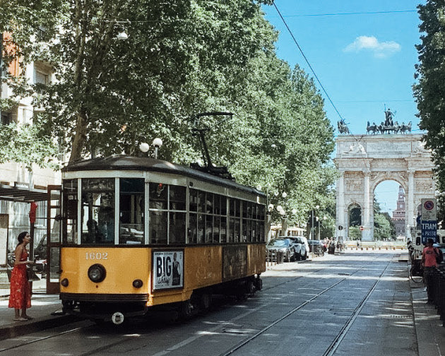 Oude tram in modern Milaan...