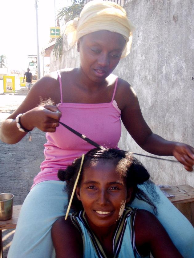 even mijn haar doen