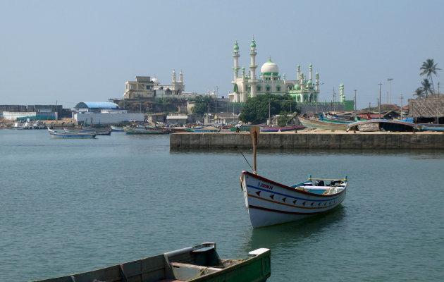 twee religies in een vissersdorp