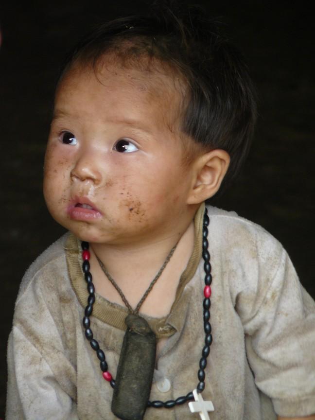 Bloemen Hmong kindje.