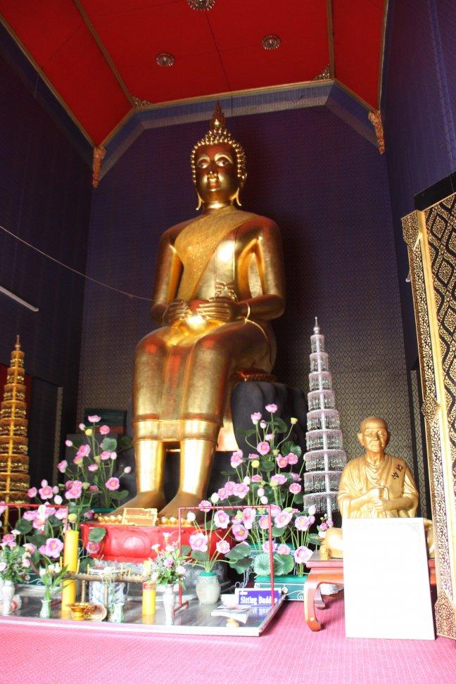2008: Bangkok:  'Sam Phaya' (1 van de 3 zittende boeddha's in Thailand)