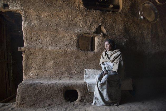 Simien gebergte Ethiopie. Een deur opening voor natuurlijk licht is genoeg.