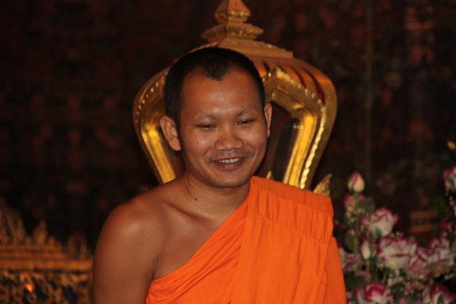 2008: Bangkok: Wat Po en monnik.